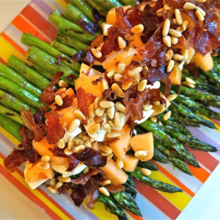 Grilled Asparagus w/Fresh Mozzarella, Crispy Prosciutto, & Cantaloupe